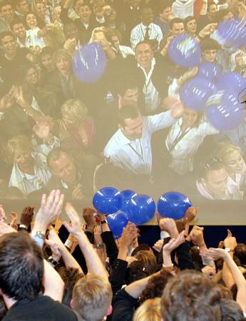 图文:庆祝大选获胜