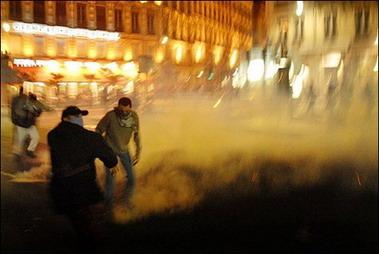萨科齐当选后法国发生多起骚乱(组图)