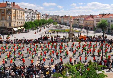 组图:欧洲36国舞者齐跳四对方舞创纪录