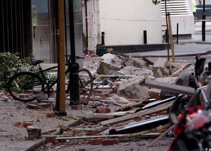 英国伦敦房屋发生坍塌意外(图)
