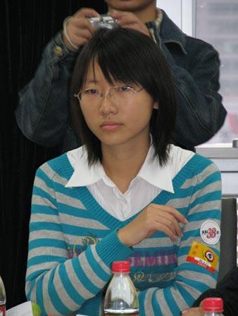 图文:2006年内蒙古文科状元徐钰在交流会上