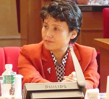 2004年大學就業工作中的機遇與挑戰