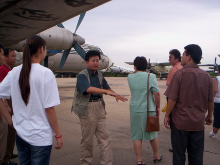 就业指导专家丁力参观天津空港物流园及保税区