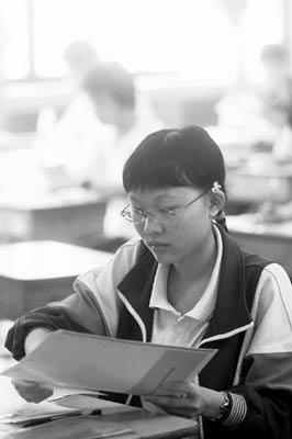 广东考生谈高考:语文题量大数学题型新(图)