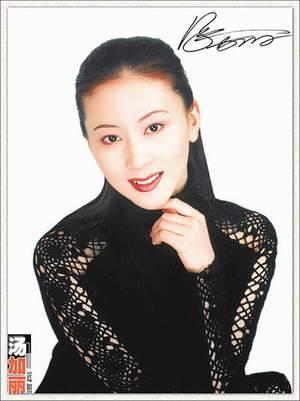 为《汤加丽人体艺术写真》写序的陈醉先生,是全国政协委员,中国艺术研
