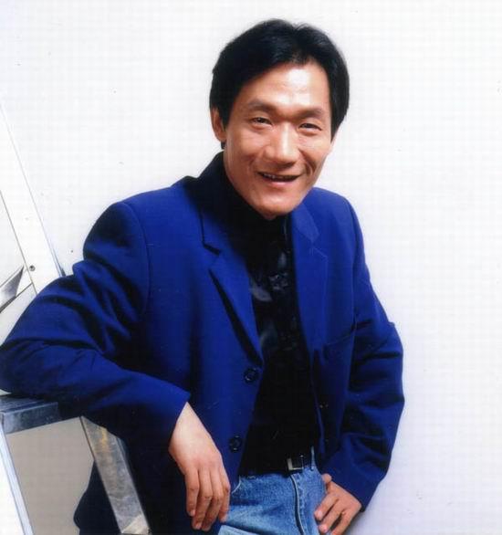 邓建国谈谢东被告案:他一场演出就能拿好几万