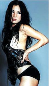李智贤的写真集已在韩国得到了认可,加上她主演的影片《美人》至今在