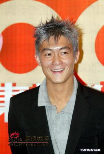 图文:陈冠希作媒人牵红线何韵诗转投新公司(5)