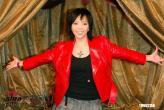 组图:张惠妹穿丝袜短裙录制三立电视台节目