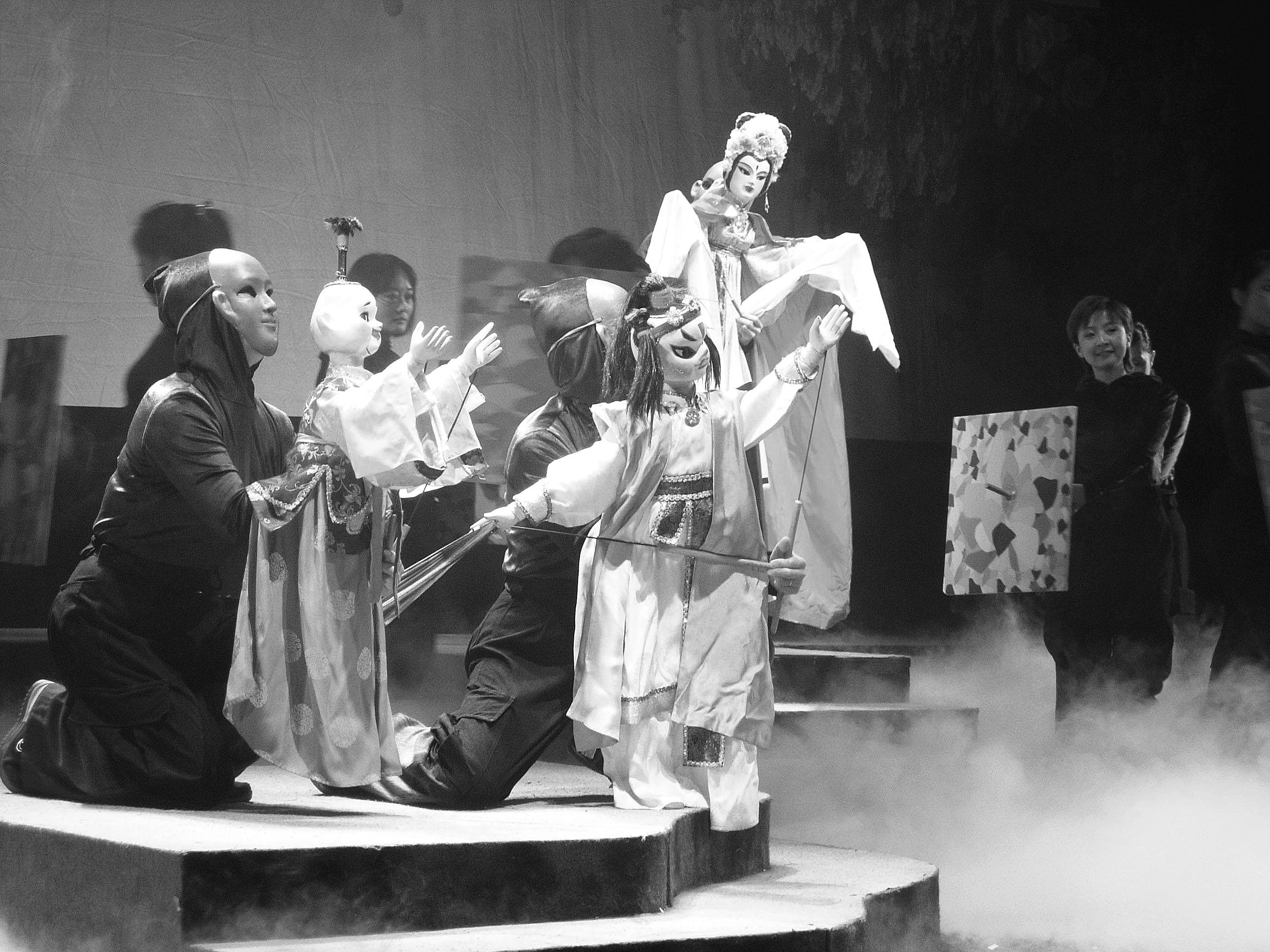 """""""   据中国木偶剧院负责人介绍,此戏的演出市场非常看好."""