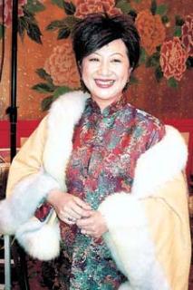 54岁薛家燕喜迎第二春机场送别依依不舍(图)