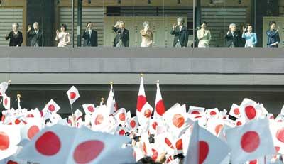 日本右翼企图恢复天皇权力