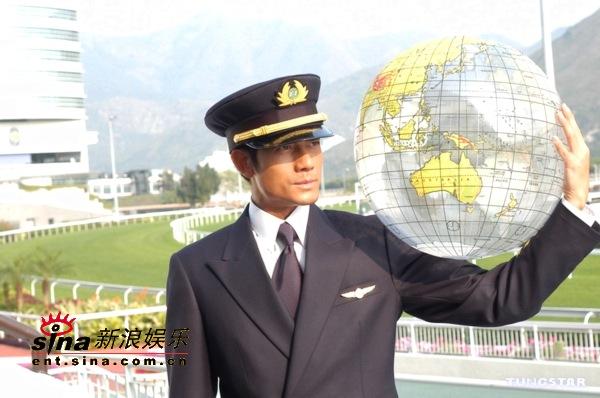 图文:郭富城大摆飞机师造型