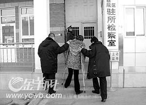 残疾歌手李琛被拘脸色蜡黄尚不知被抓原因(图)