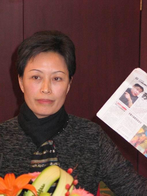 严波母亲批驳苏越称100万是他的救命草(附图)