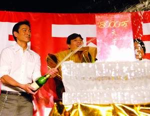 《无贼》票房突破八千万刘德华等开启香槟(图)
