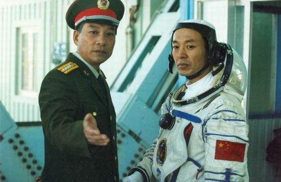 《神舟》再现太空英雄竞选一幕三人竞演杨利伟