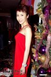 组图:黎姿着火红吊带裙出席《水浒无间道》活动