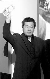 """巧立名目小柯男人节上获""""天下无病奖""""(图)"""