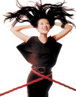 章子怡露背广告投射百米大厦日本被封第一美女