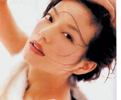 赵薇接受杂志专访称交男友不如养植物(附图)