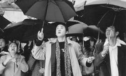 贾静雯/图片说明:《向左走,向右走》的主角和群众演员功力都不够