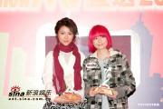 组图:李克勤容祖儿荣获2004MV男女歌手大奖