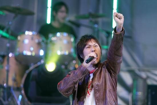 组图:五月天颁奖典礼献唱引来歌迷尖叫不断