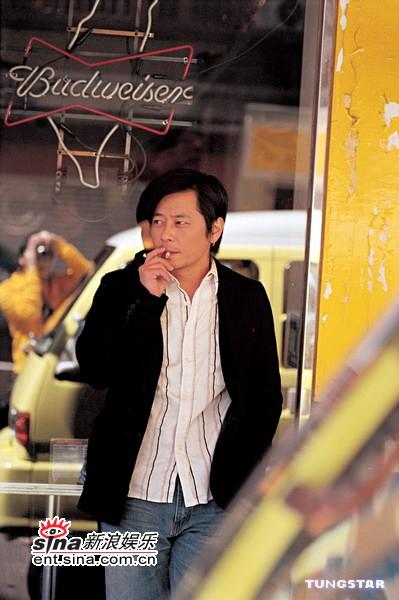 组图:王杰2005《苏醒》新专辑展现男人沧桑