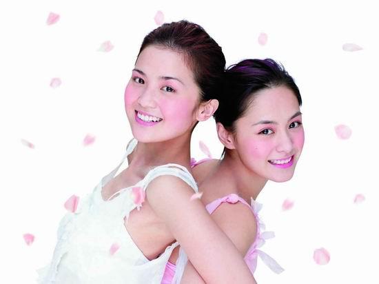 资料图片:Twins最新彩妆造型(1)