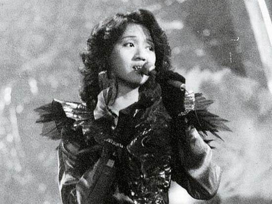 图文:梅艳芳生前演出照片-1982年新秀演唱大赛