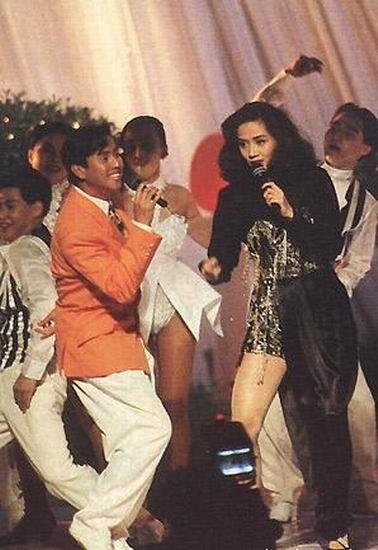 图文:梅艳芳1992年与谭咏麟在人民大会堂演出