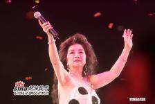 组图:徐小凤喉咙不适演唱会临时决定中止
