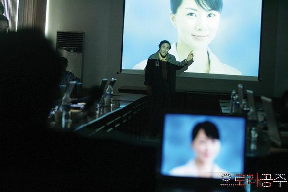 资料图片:韩国影片《欧若拉公主》精彩剧照(24)