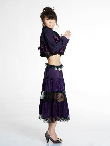 """资料图片:""""好孩子""""王筝最新造型--典雅蓝紫"""