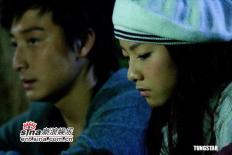 组图:《十分爱》写真方力申邓丽欣谈情说爱