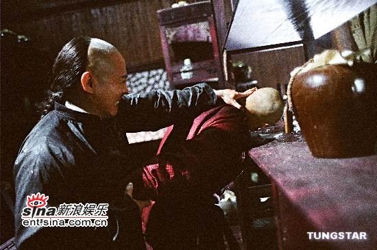 图文:重金打造《霍元甲》预告片--抓头横扫酒坛