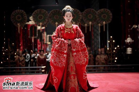 图文:章子怡《夜宴》造型--价值百万的新娘服