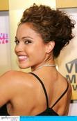 组图:MTV颁奖礼女星力争时尚赛长腿比拼乳沟