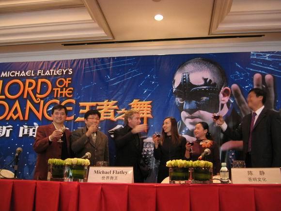 图文:舞王麦克-弗莱利北京督战《王者之舞》(1)