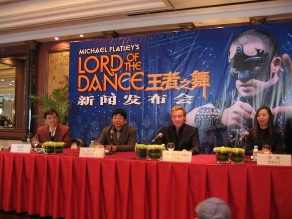 图文:舞王麦克-弗莱利北京督战《王者之舞》(3)