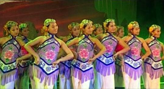 """资料图片:""""在太行上""""山西民歌大型歌会--舞蹈"""
