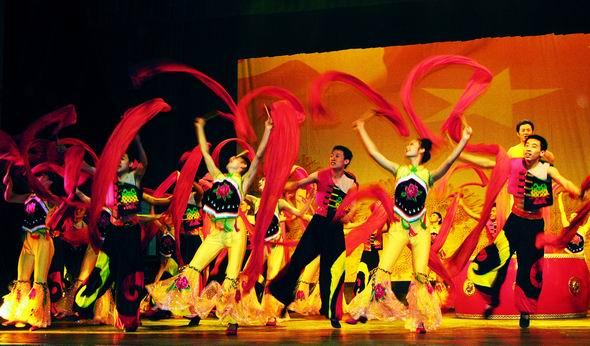 资料图片:山西民歌大型歌会--黄河鼓手(2)