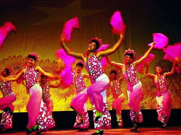 资料图片:山西民歌大型歌会--桃花红杏花白(1)