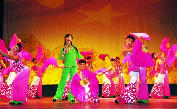 资料图片:山西民歌大型歌会--桃花红杏花白(2)