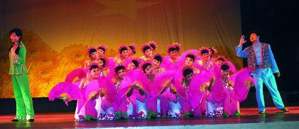 资料图片:山西民歌大型歌会--桃花红杏花白(4)