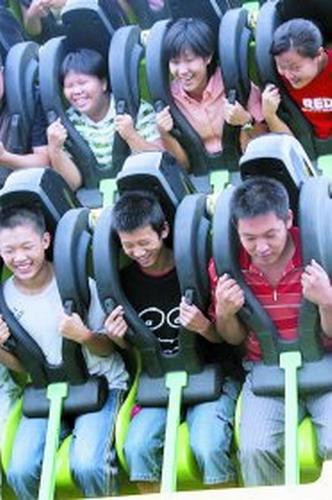 图文:国际嘉年华让游客挑战极限-惊声尖叫