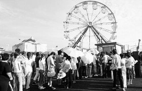 狂欢国际嘉年华周末时间延长游客尽情狂欢(图)