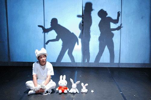 资料图片:《人模狗样》剧照与主演-舞台照