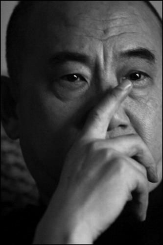 资料图片:话剧《找鸟》主创-熊源伟